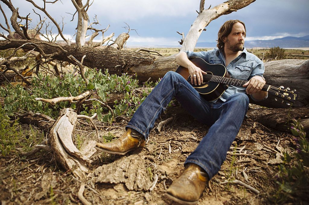 Singer-songwriter Hayes Carll learns from his past